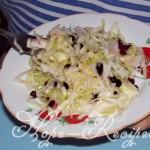 Салатик из капусты с редькой и брусникой
