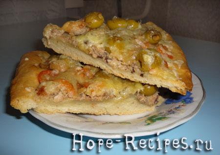 Пицца с креветками и тунцом
