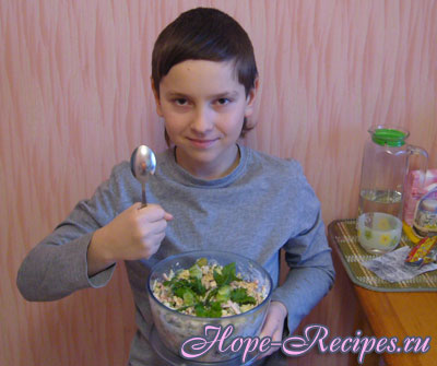 Салат из фасоли и огурчиков