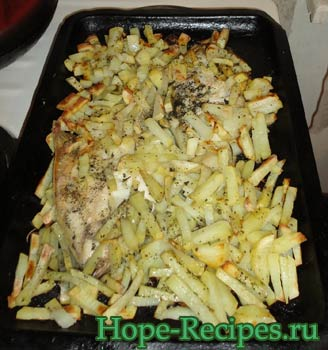 Готовая камбала с картофелем
