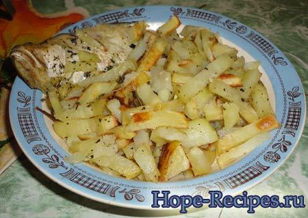 Камбала запечённая с картофелем