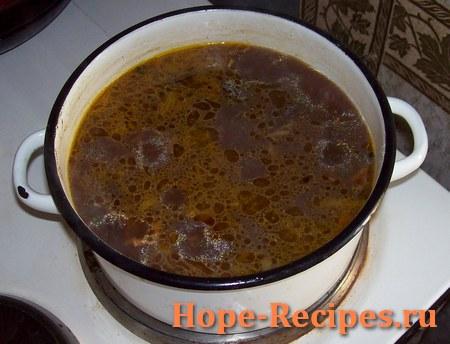 Готовый суп из сушёных белых грибов