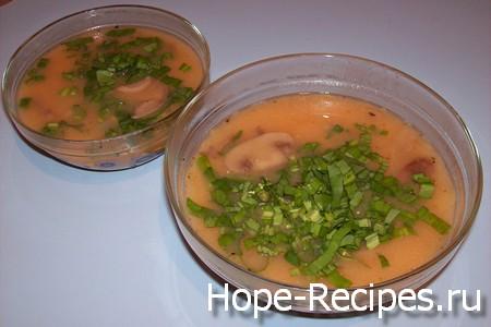 Готовый гороховый суп-крем с шампиньонами