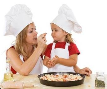 Девочки готовят