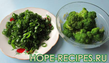 Зелёный лук и брокколи для супа