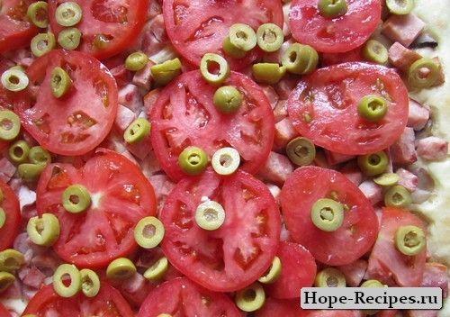 посыпаем оливками