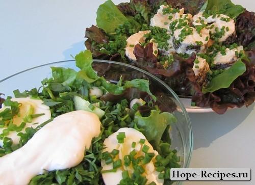 Щука жареная в сметане и салат на гарнир