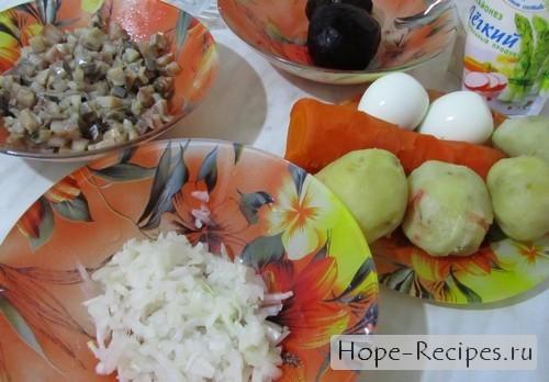 Готовим традиционный салат ельдь под шубой