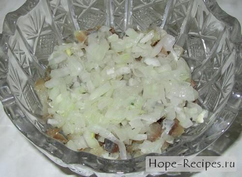 Пошаговый рецепт приготовления салата Сельдь под шубой