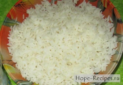 Отвариваем рис на гарнир для камбалы