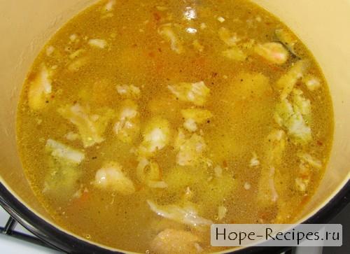 Готовый суп из головы форели