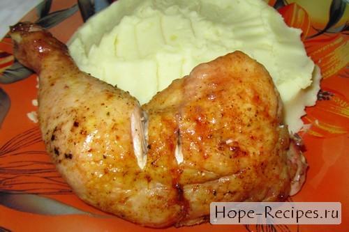 Подаём курицу с картофельным пюре