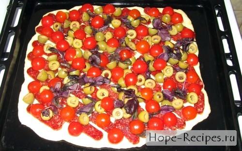 Готовим аппетитную пиццу с пепперони