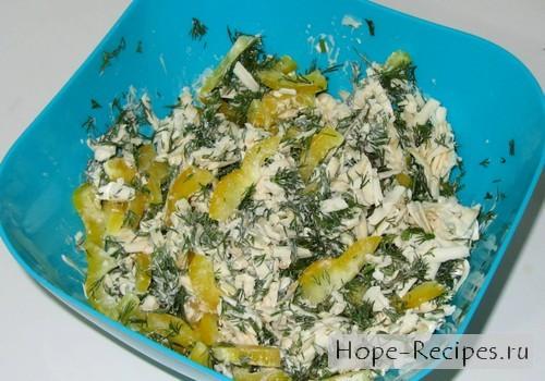 Салат с сыром и укропом