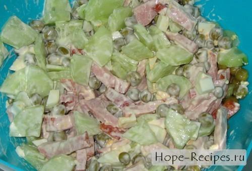 Вариант салата со свежим огурчиком