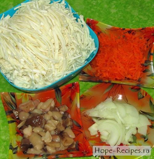 Капуста, морковь, грибы и лук