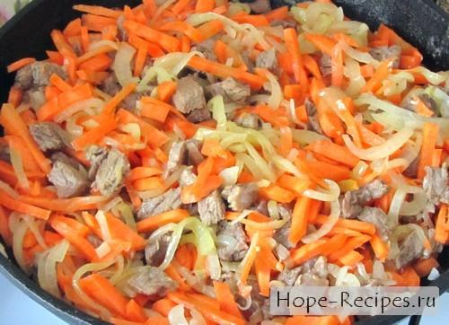 Говядина, лук и морковь