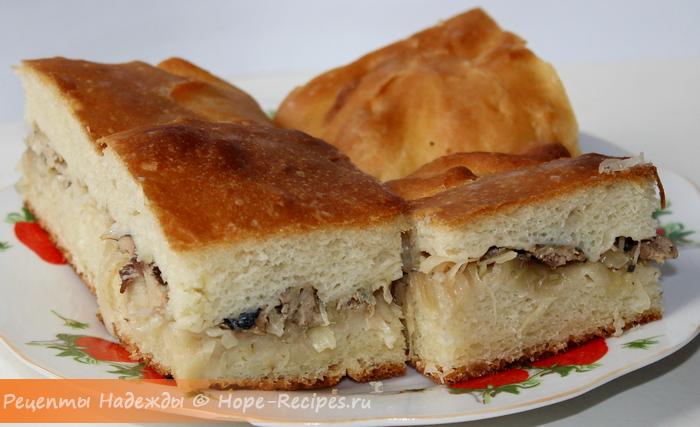 Рыбный пирог с сайрой и рисом