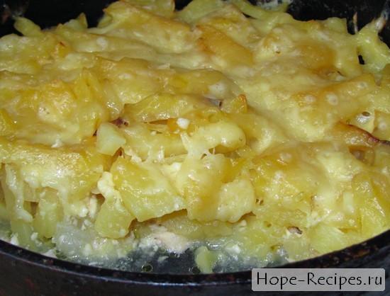 Картофельная запеканка с сырной корочкой и курицей внутри