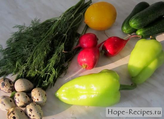 Свежие овощи и зелень, перепелиные яйца и лимон