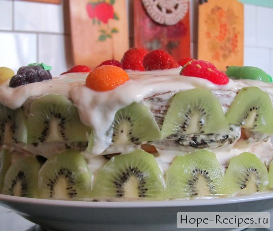 Тортик на основе йогурта и фруктов