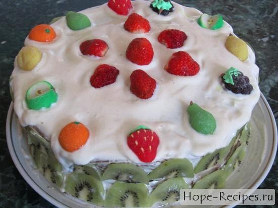 Торт с йогуртом и фруктами