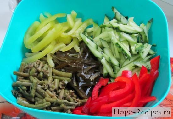 Папоротник с морской капустой и овощами
