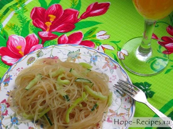 Вкусный салат с овощами и фунчезой