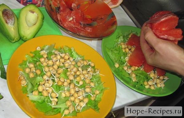 Авокадо грейпфрут салат и пророщенный нут