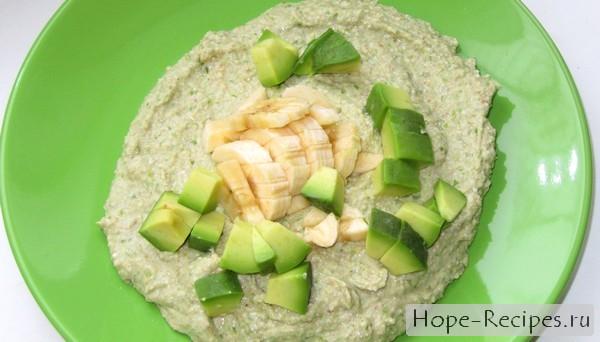 Каша из пророщенной зелёной гречки с фруктами