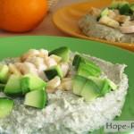 Каша из зеленой гречки с кусочками авокадо и банана
