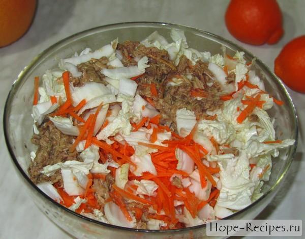 Вкусный и сочный салат с тунцом и пекинкой
