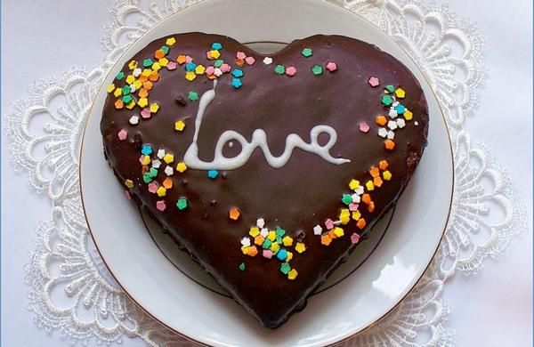 Вкусный шоколадный торт-сердце на 14 февраля