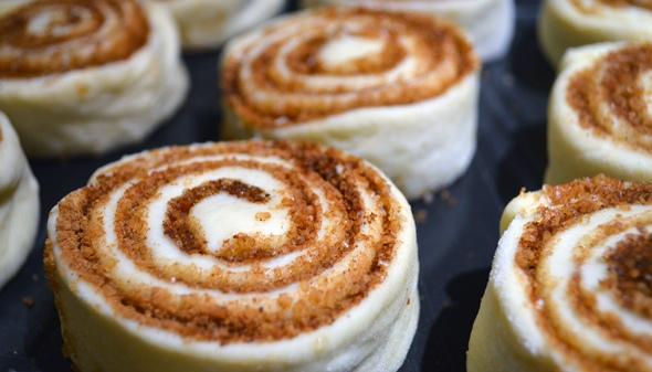 Вкуснейшие булочки с корицей в глазури
