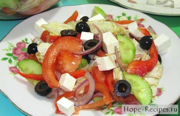 Сочный греческий салат с фетаксой