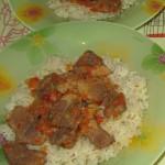 Как приготовить нежный гуляш из свинины в мультиварке с рисом и подливой