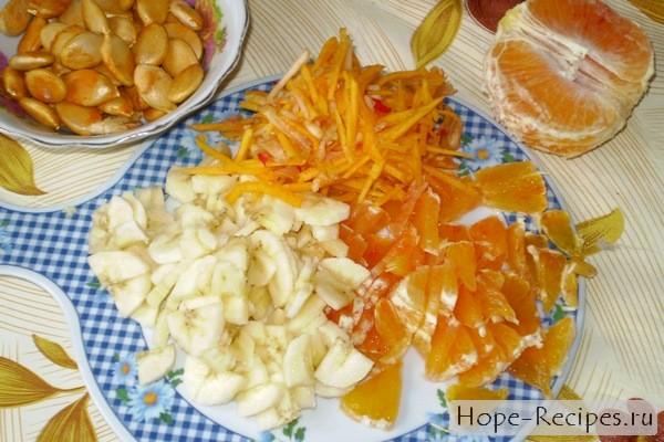 Салат из тыквы, моркови и фруктов