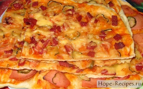 Пицца с вареной колбасой и солёным огурцом на готовом тесте - рецепт пошаговый с фото