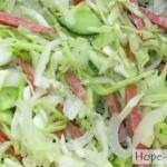 Салат из белокочанной капусты с колбасой