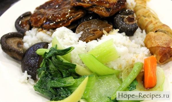 Рис с овощами и грибами шиитаке