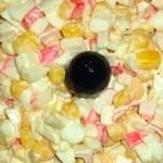 Салат с крабовыми палочками яйцом и кукурузой