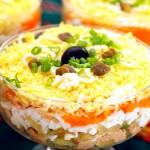 Слоеный салатик с рыбными консервами