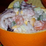 Салат с морепродуктами рисом и свежим огурцом