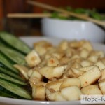 Филе осьминога в устричном соусе с овощами