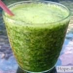 Зеленый коктейль из шпината с огурцом