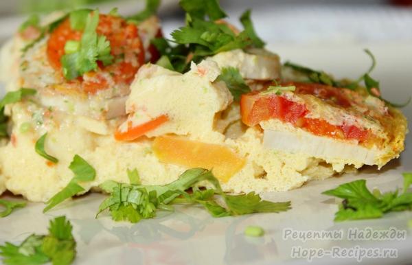 Вкусный омлет в микроволновке с овощами и грибами