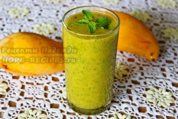 Рецепт смузи из манго, мяты и банана
