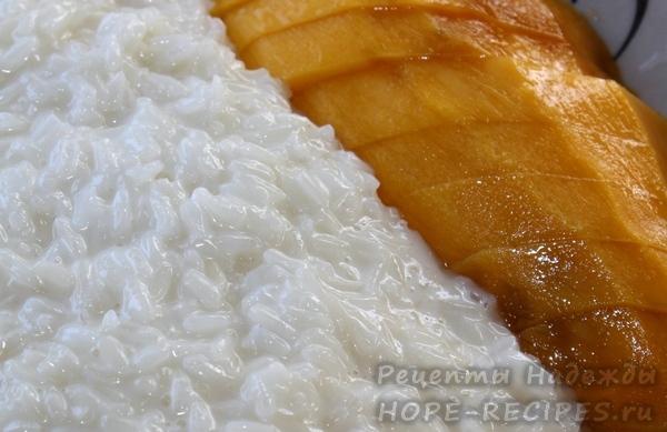 Манго с клейким рисом и кокосовым молоком