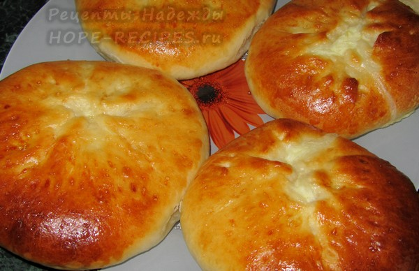 Рецепт дрожжевых лепешек с сыром