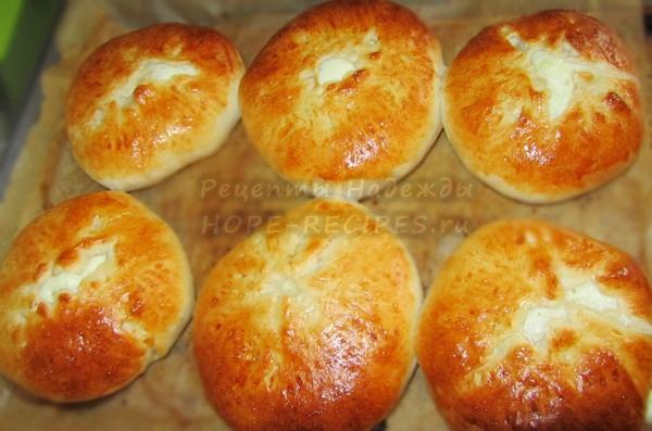 Румяные домашние лепешки а-ля хачапури с сыром